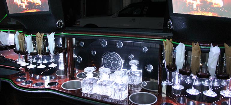 Tuxedo Lincoln Navigator Bar